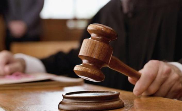 Tanık odasında tacizde bulunmakla suçlanan polis beraat etti