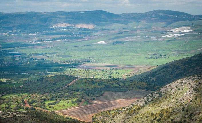 """Trump, Golan Tepeleri'ndeki """"İsrail egemenliğini"""" tanıyan kararnameyi yarın imzalayacak"""