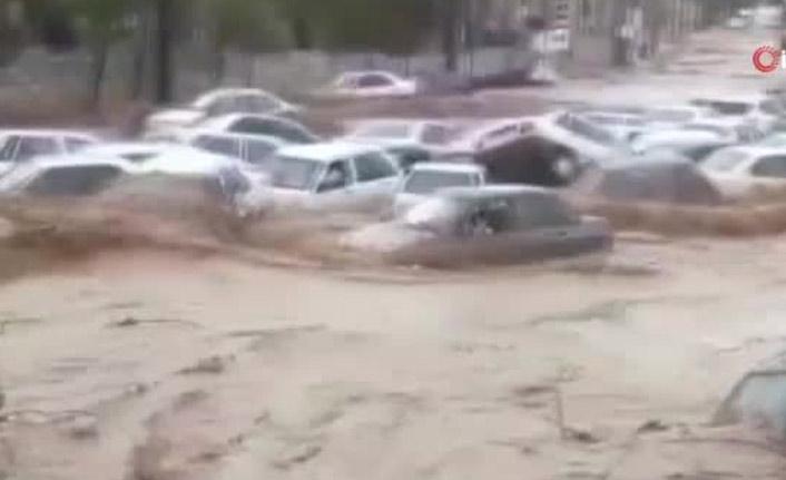 İran'ı sel vurdu: 11 ölü