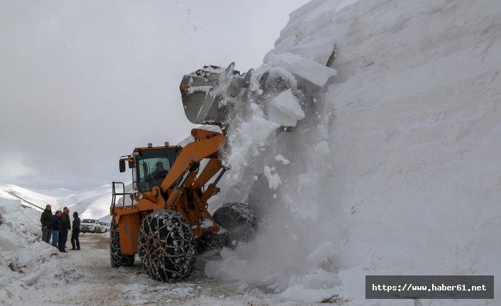 Seçim için kar dağları aşılıyor