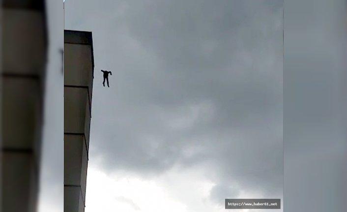Hastane çatısında dehşet! Bir anda boşluğa atladı