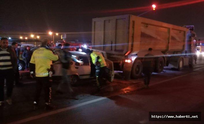 Otomobil tıra çarptı! 1 kişi öldü!