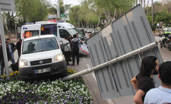 Adana'da trafik kazası! Ambulans...