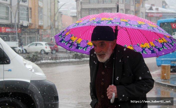 Bayburt'ta ilk baharda karın etkisi sürüyor