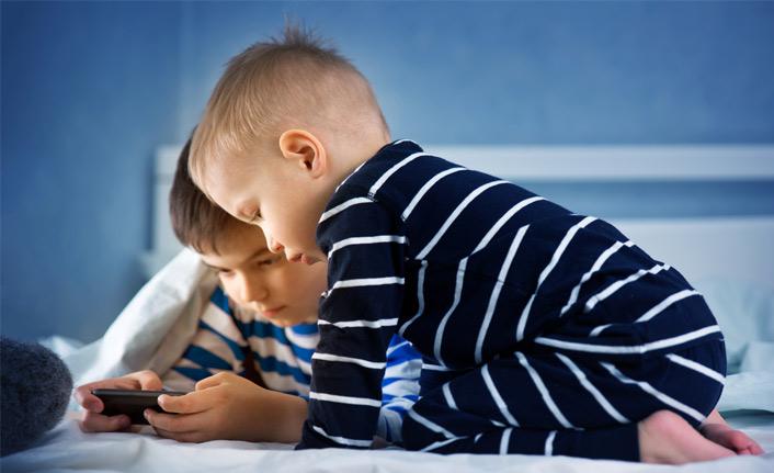 Çocuklarda akıllı telefon kullanımına dikkat!