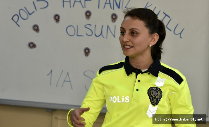 Öğretmenler derse polis üniforması ile girdi