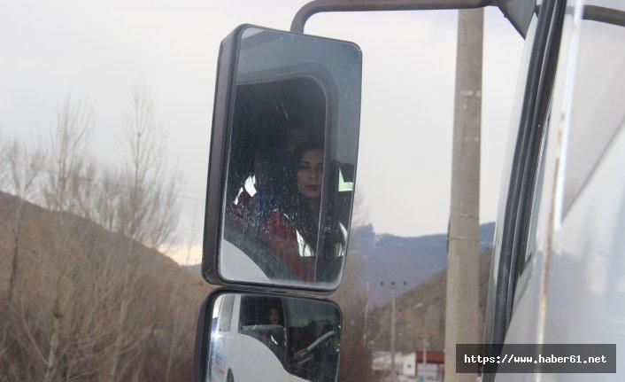 Üniversiteliler, kamyon kullanmak için ders alıyor
