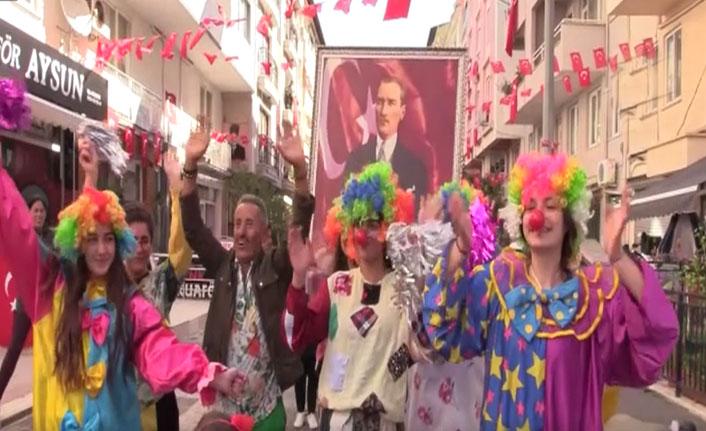 """Salih Usta' nın """"23 Nisan Sokağı"""" kutlamalara hazır"""