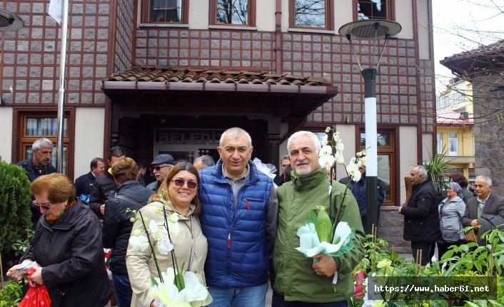 Rize'de Belediye başkanı gönderilen çiçekleri bursa çevirdi
