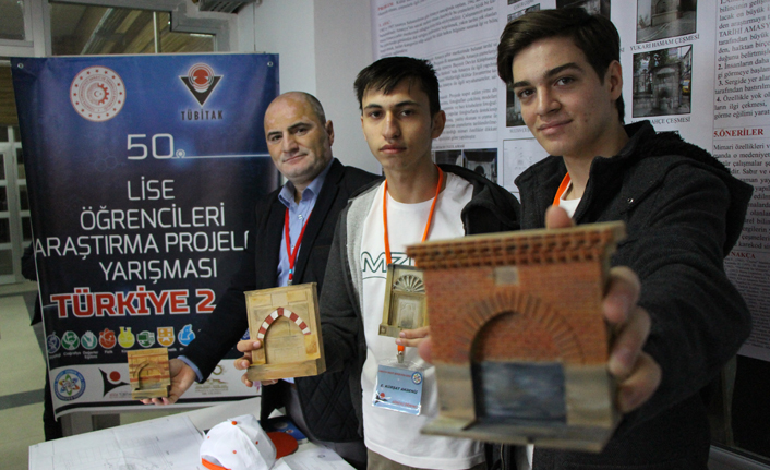 Tarihi çeşmeleri fotoğraflayıp Türkiye ikinciliği kazandılar