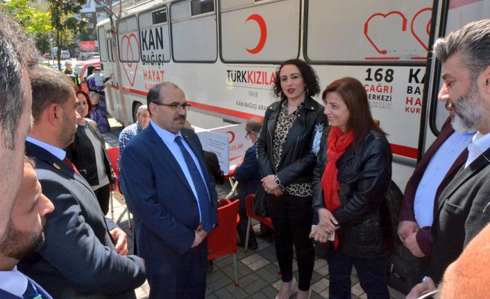 Vali Ustaoğlu kan bağışında bulundu