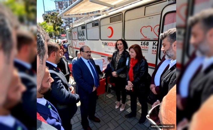 Vali Ustaoğlu'ndan kan bağışına destek
