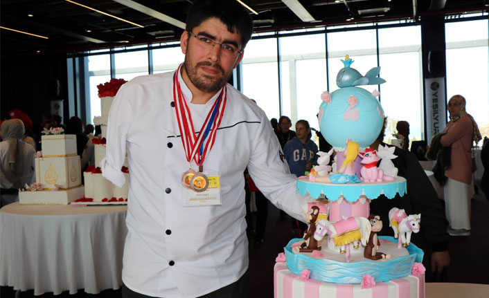 Tek koluyla sanatsal pastalar yaptı, ödülleri kaptı