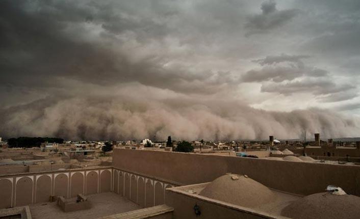Irak'ta kum fırtınası: 5 ölü!