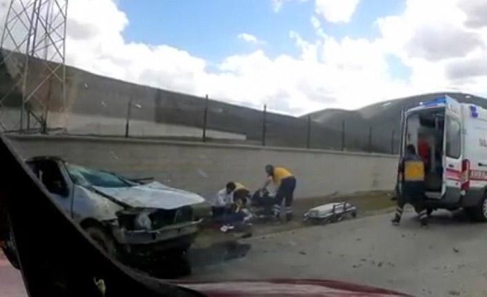 Takla atan otomobilde sıkışan sürücü kurtarıldı