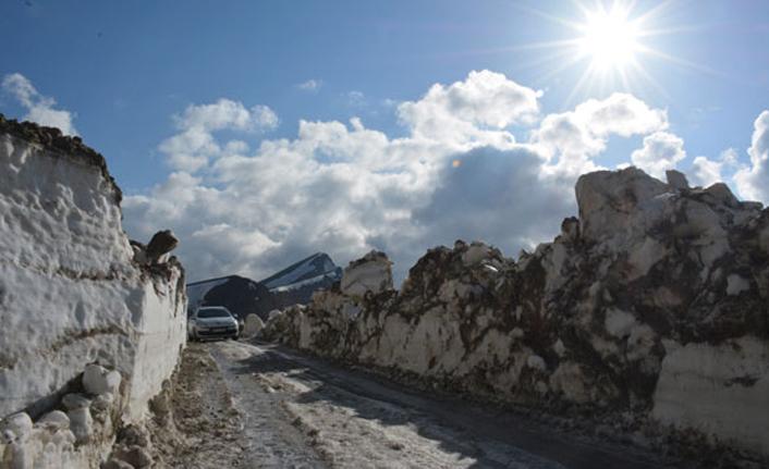 Türkiye'nin en büyük kalderasında kar kalınlığı 8 metreyi buluyor