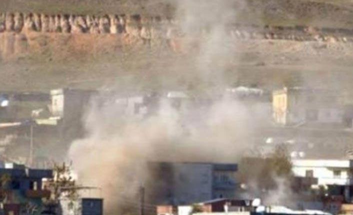 Minibüsün geçişi sırasında patlama: 2 ölü!
