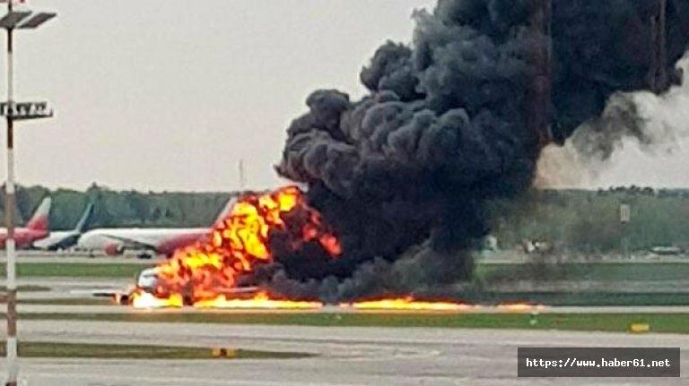 Rusya'da yolcu uçağı alev aldı! Yaralılar var