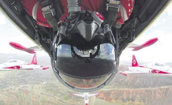 Türk pilot tarihe geçti! 1 metre...