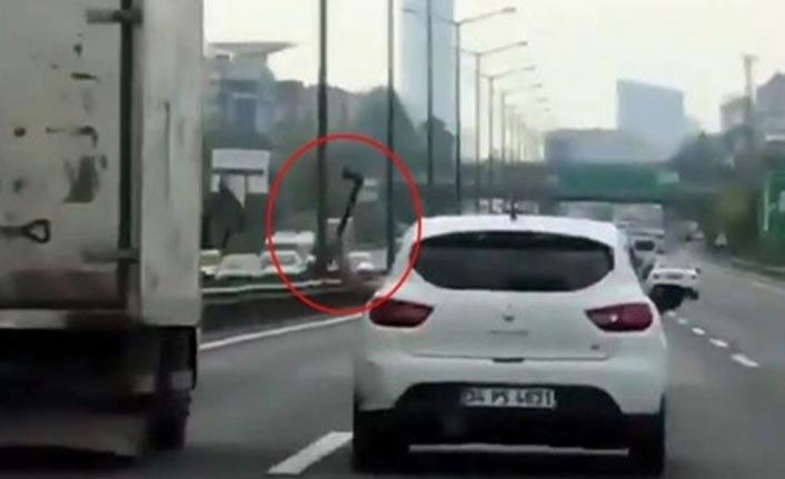 Trafikte baltalı dehşet!