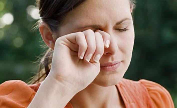 Sürekli göz kaşıma gözlerde kalıcı hasar yapıyor