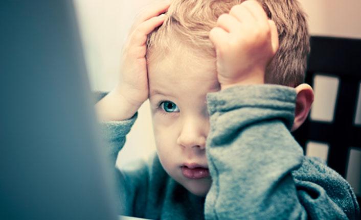 Televizyon ve bilgisayar çocukların gelişimini olumsuz etkiliyor