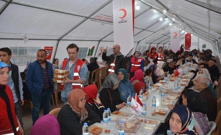 Kızılay'dan 500 kişiye iftar