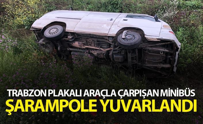 Trabzon plakalı araçla çarpışan minibüs şarampole yuvarlandı