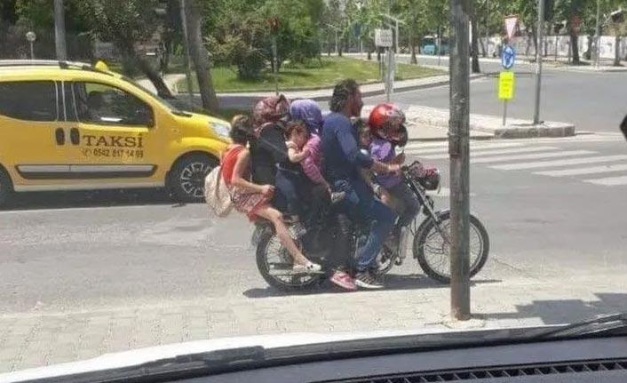 7 kişi bir motosiklette yolculuk yaptılar