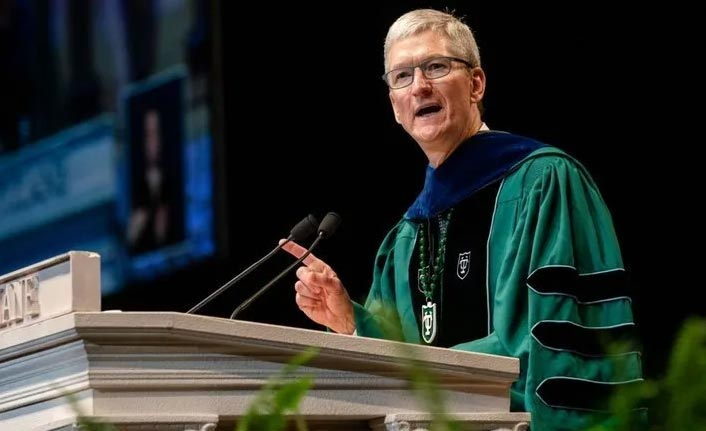 Apple CEO'sundan gençlere çağrı: Algoritmalara karşı koyun!