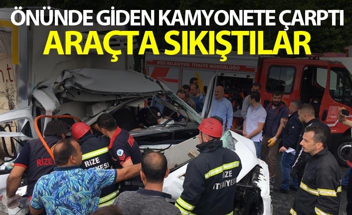 Önünde giden kamyonete çarptı - Araçta sıkıştılar