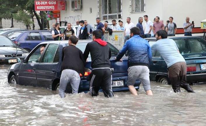 Ankara'da sel can aldı