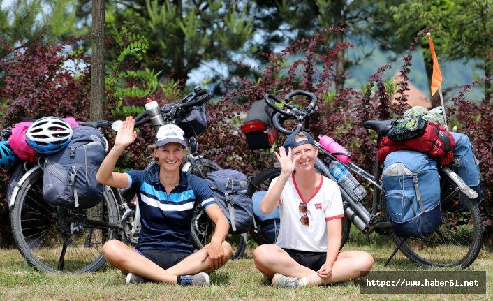 Bisikletle dünya turuna çıktılar! Artvin'de mola verdiler!