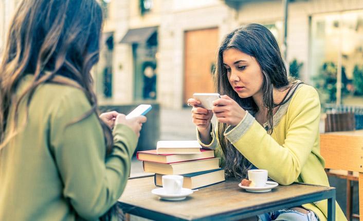 """Günümüz gençliğinin en büyük problemi; 'Dijital bağımlılık"""""""