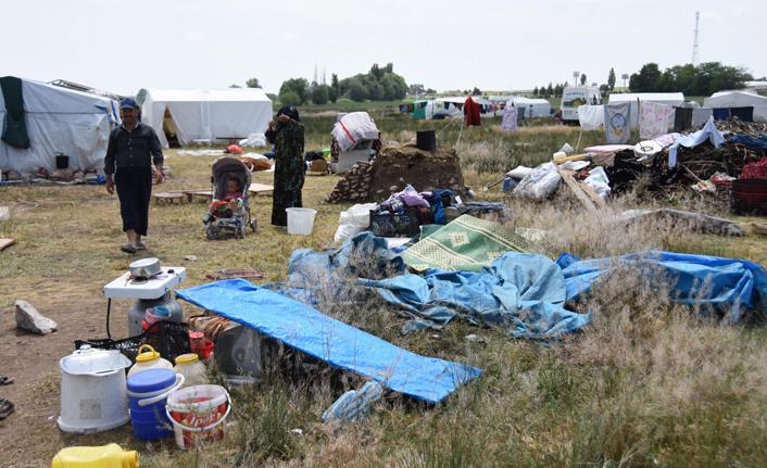 Mevsimlik işçilerin çadırlarını su bastı