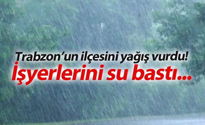Trabzon'un ilçesini yağış vurdu