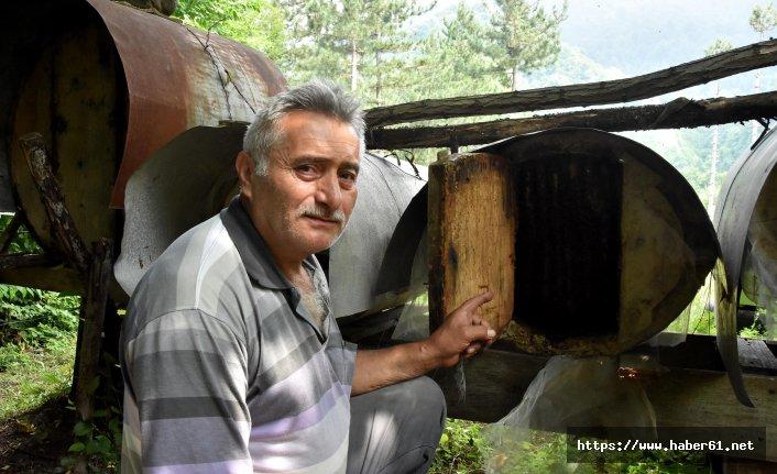 Asırlık kovanlarda bal üretiyorlar