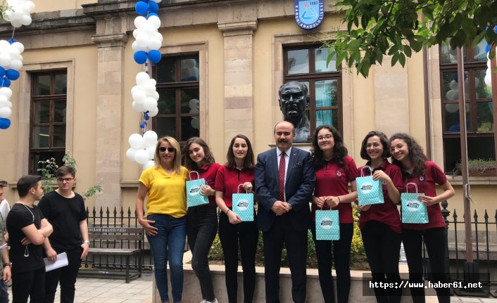 """Trabzon'da öğrencilerden """"Akıllı Telefon Bağımlılığına Farkındalık"""" projesi"""