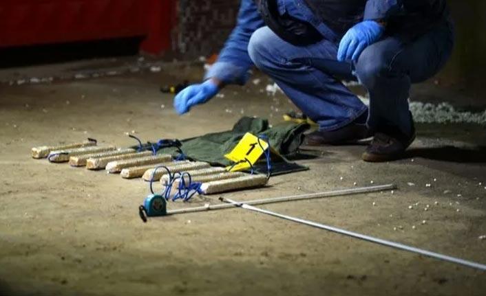 """""""Canlı bomba"""" yeleği ve patlayıcı ele geçirildi"""