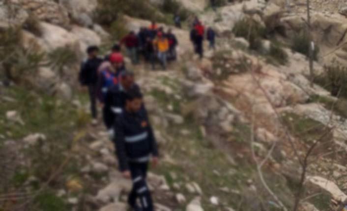 Selfie çekerken çıktığı kayalıktan...