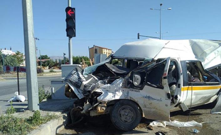 Afyonkarahisar'da feci kaza: 14 yaralı