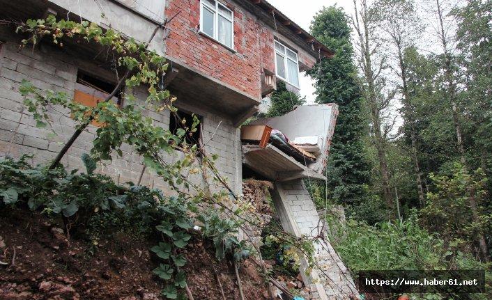 Rize'de yol yaparken evi yıktılar