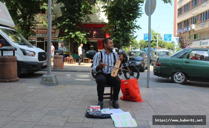 Ozan gibi sokak sanatçısı