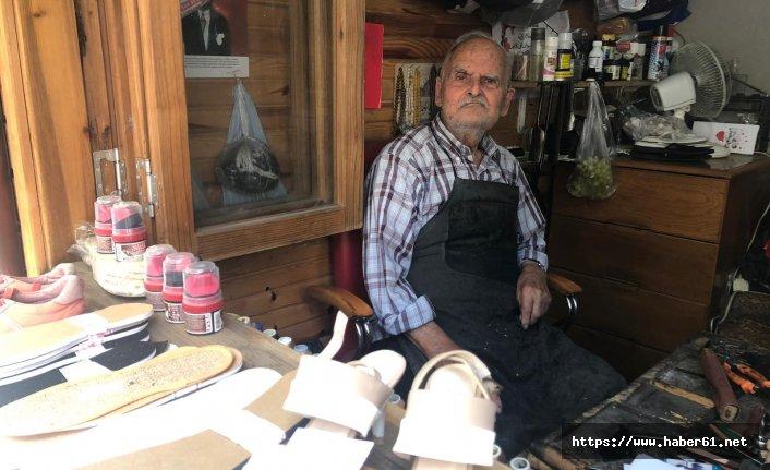 80 yıldır makine kullanmadan ayakkabı tamir ediyor
