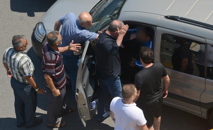 Trabzon'da yol verme tartışması trafiği kilitledi