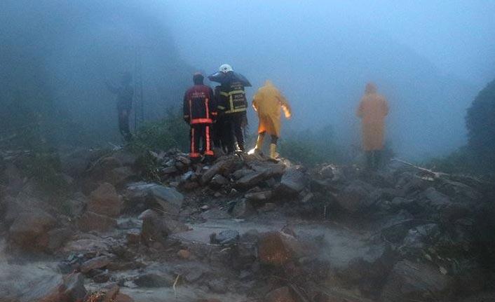 Rafting tesisinde mahsur kalan 8 kişi kurtarıldı