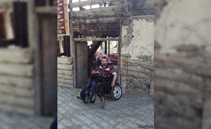 Akülü arabası bozulunca sosyal medyadan yardım istedi