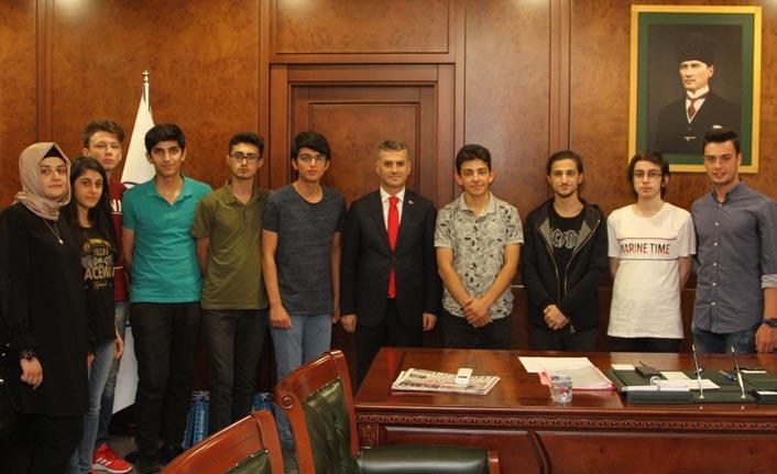 Başkan Bıyık'tan başarılı öğrenciler kutladı
