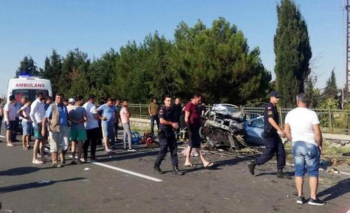 Otomobil duvara çarptı: 4 ölü
