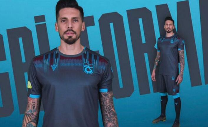 Trabzonspor'un gri forması tarihe geçti